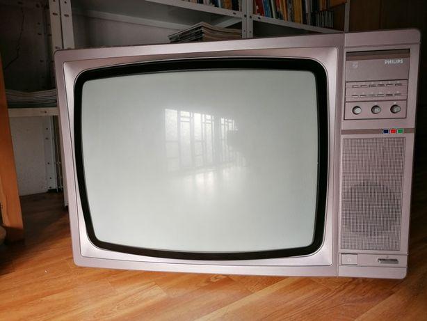 TV Philips a cores de 1980 a funcionar