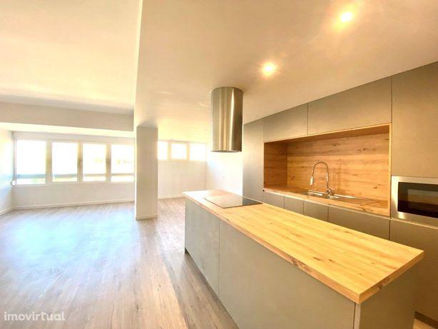 Apartamento T3 renovado na Quinta do Marquês em Oeiras