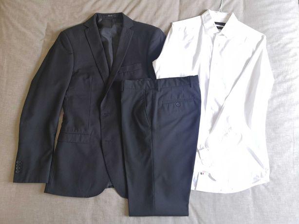 Fato preto com camisa branca Suits Inc. Tamanho: M