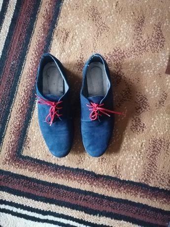 Zamszowe buty komunijne