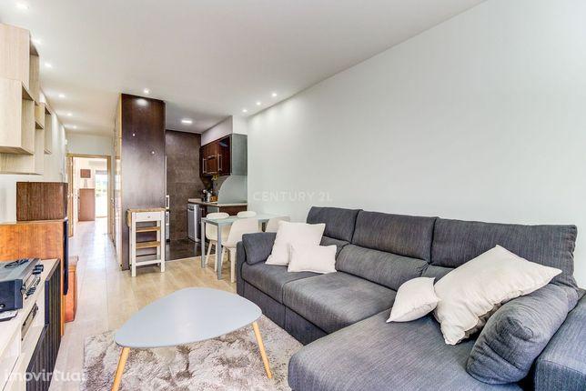 Apartamento T1 na Av. Gomes Pereira, como novo, 2 varandas, mobilado,