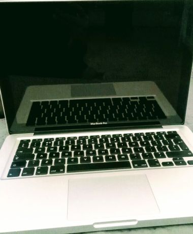 Macbook Pro i5, 256gb SSD.