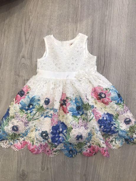Нарядное платье с пышной юбкой