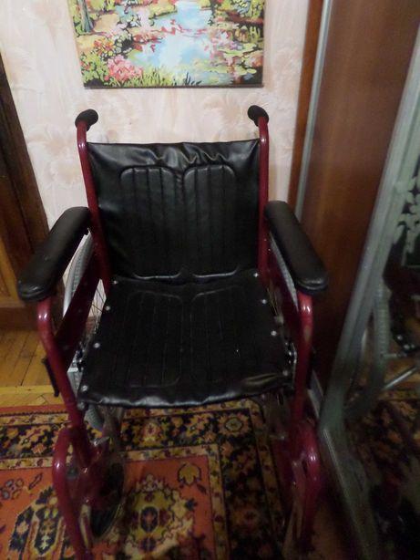 Инвалидное кресло для взрослого в идеальном состоянии.