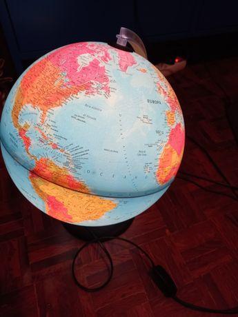 Globo terrestre com luz