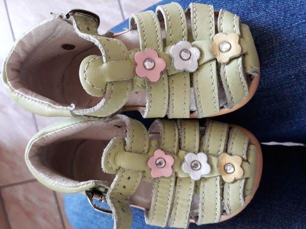 Sandałki skórzane 18