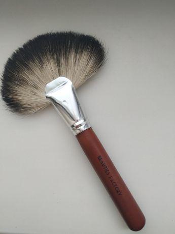 Кисть для макияжа веерная натуральный ворс