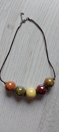 Naszyjnik z kulami w kolorze jesieni