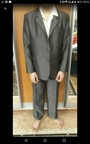 Школьный костюм серого цвета