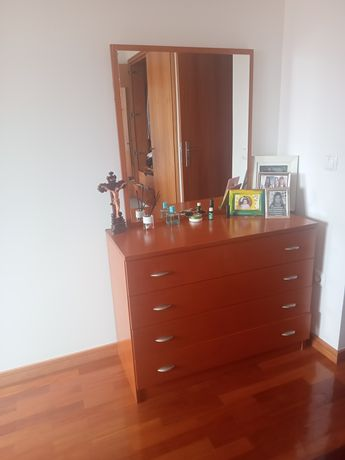 Mobília de quarto em cerejeira como nova