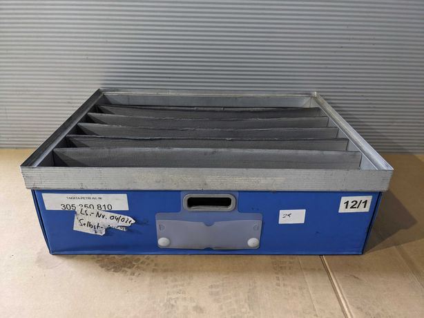 Pojemnik, skrzynka, kasta, box z przegródkami