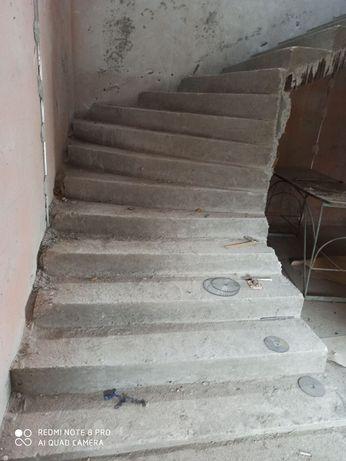 Бетонные работы,лестницы.Реставрация, зачистка и покраска басейнов