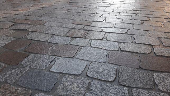 Kostka granitowa cięta płomieniowana brukowiec starobruk kamień polny