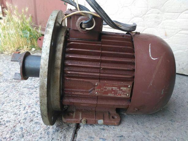 Двигатель 3квт 1500об