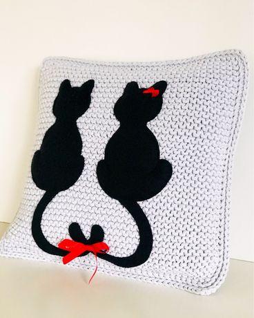 Szara dekoracyjna poduszka koty dodatki do domu