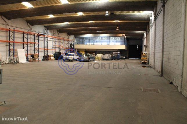 Armazém com 1200 m² em Moreira da Maia, (Junto ao Aeroporto)