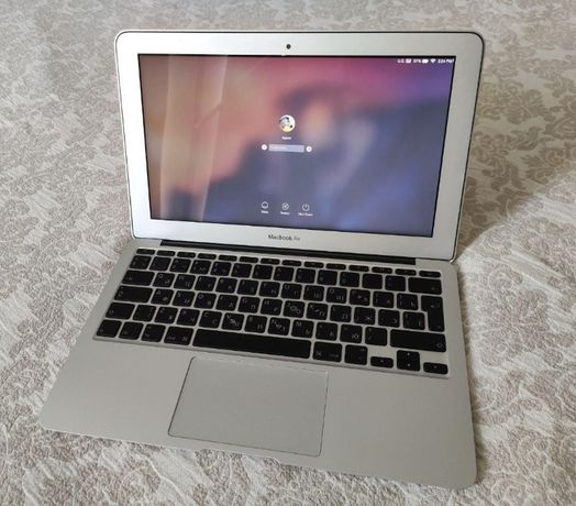Apple MacBook Air 11 - Intel core 2 Duo   2 Gb RAM   Geforce 320M