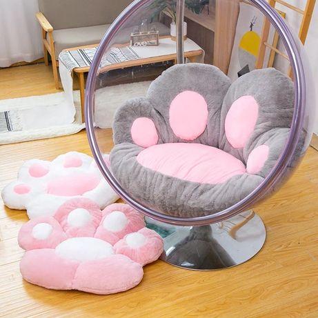Подушка в форме лапы на стул
