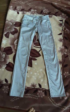 Srebrne śliczne połyskujące spodnie gratis bluzka Vero Moda