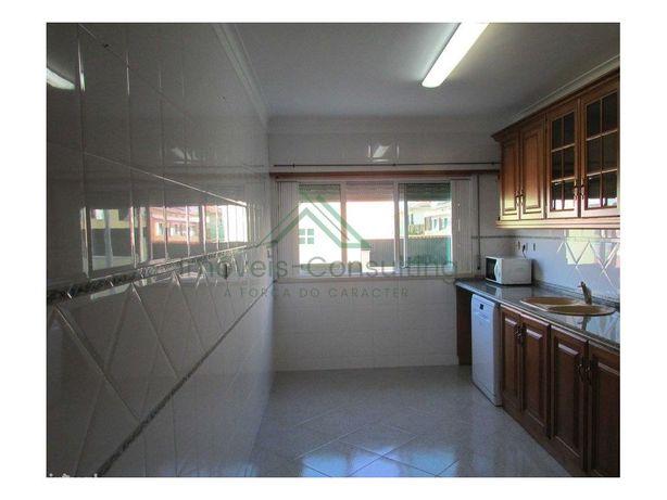 Apartamento T1  Arrecadação  Garagem  equipado   Bobadela