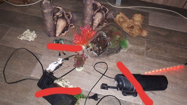 Декор в аквариум,водолаз,водоросли,лед-лампа,кувшины,пеньки