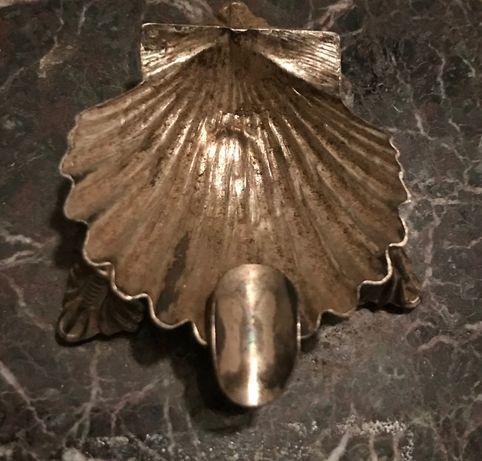 Cinzeiro concha vieira prata com base mármore negro