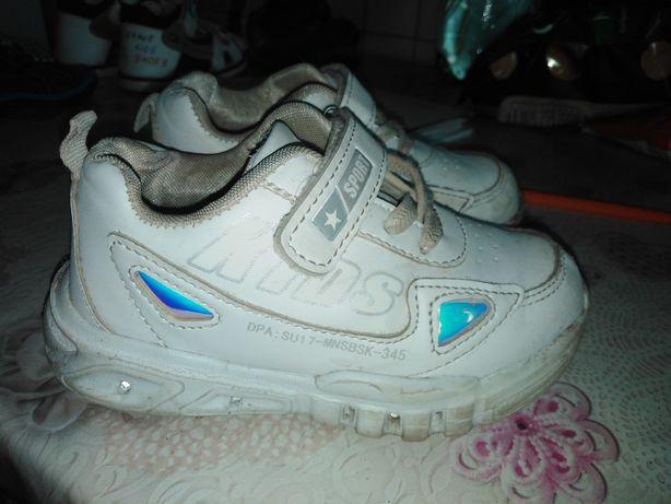 Отдам обувь на мальчика 24-27 размер