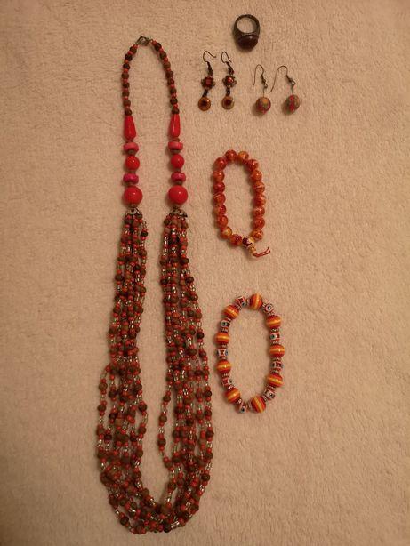 Bijutaria colares, pulseiras, brincos