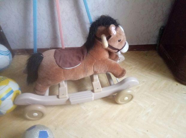 Конь-качалка детская.