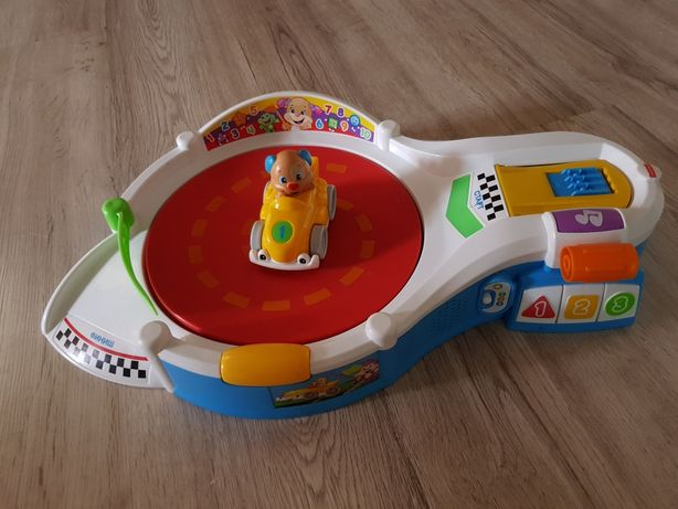 Площадка для гонок Fisher Price с функцией Smart Stages