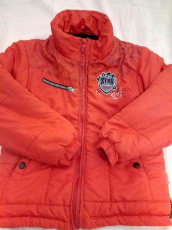 Тепленькая курточка для мальчика, на рост 116см.