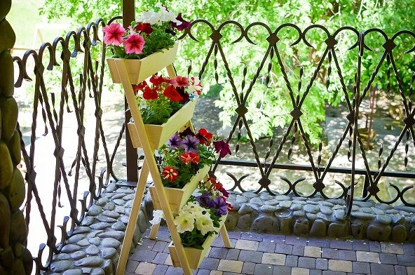 Декор под цветы (комнатные растения, ручная работа)