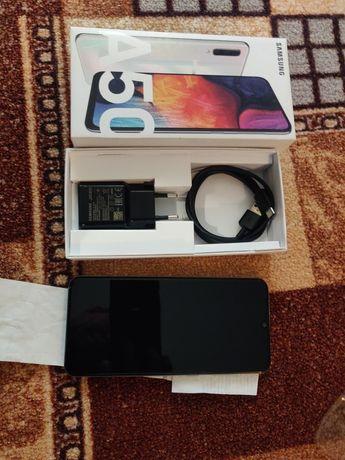 Продам смартфон Samsung a50 4/64