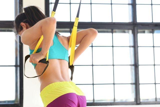 Taśmy do ćwiczeń TRX, domowa siłownia