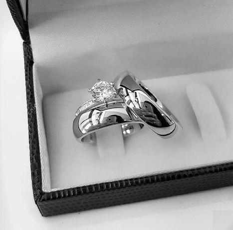 Pełna Elegancji Para Tradycyjnych Srebrnych Obrączek Ślubnych