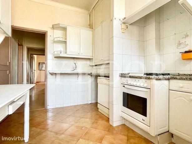Apartamento T2 em Moscavide - Muita luz - Prédio com elev...
