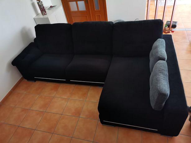 Sofá em formato cheeselong