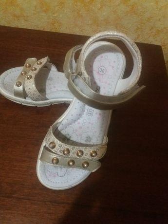 Продам детские босоножки, сандали для девочки 30 размер