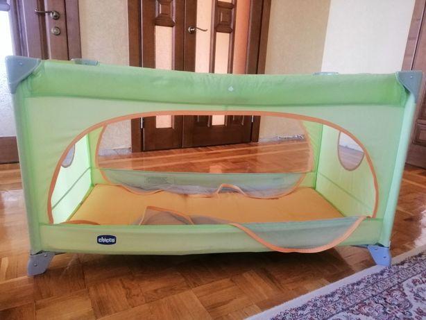 Переносная кроватка манеж chicco