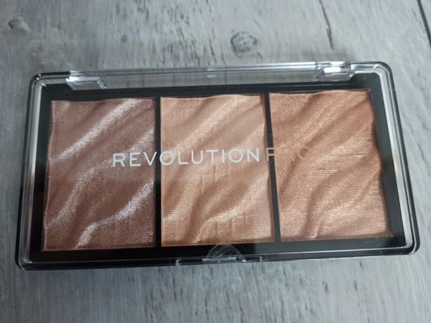 Paleta rozświetlaczy Revolution Pro Supreme Highlighter-Metal
