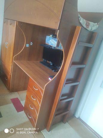 Двухъярусная кровать, стол письменный, шкаф с деревянными фасадами