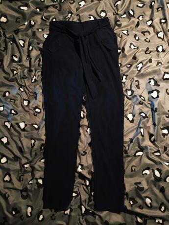 Granatowe eleganckie spodnie cygaretki paperbag chinosy chino wiązane