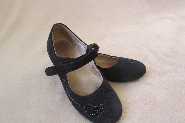 Продам кожаные замшевые туфли для девочки р.32