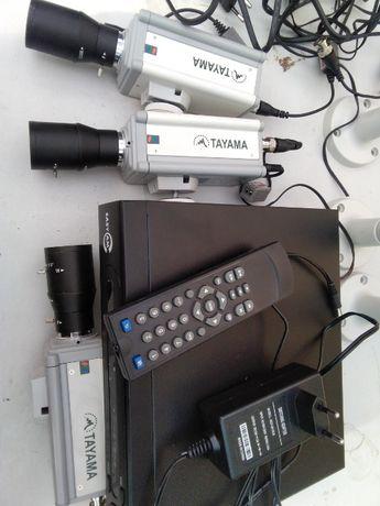 3 Kamery z osłonami do monitoringu oraz nagrywarka