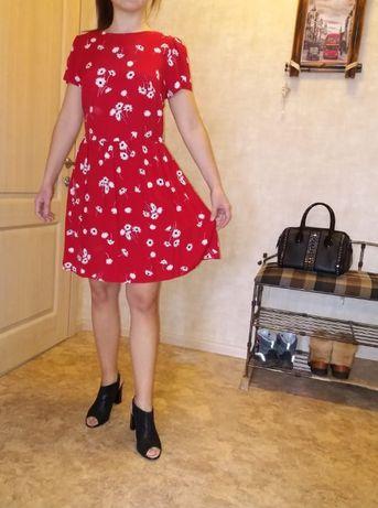 Милое нежное яркое летнее красное платье в цветочек atmosphere 44-46 р