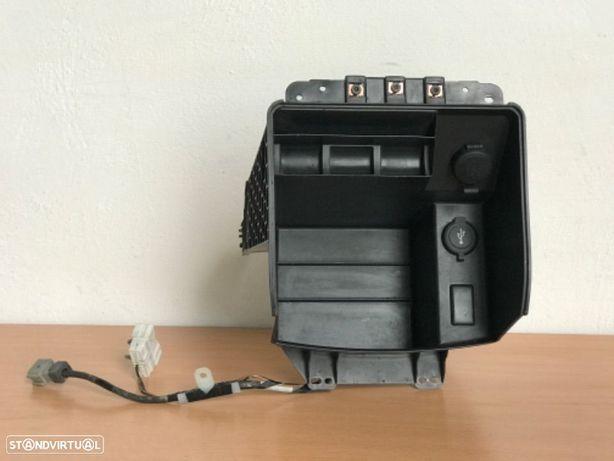 Base Isqueiro / Carregador de Consola Central  Nissan Navara D40 de 06 a 09