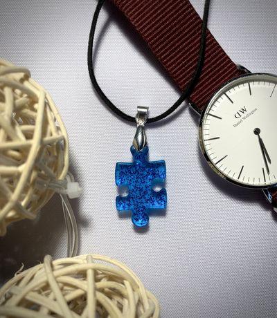 Naszyjnik puzzel niebieski
