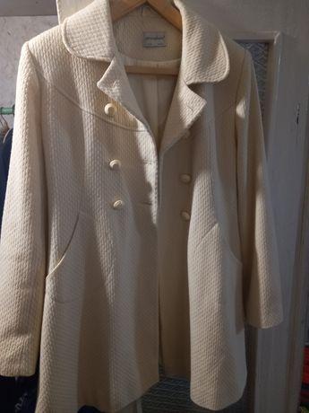 Пальто лёгкое кремового цвета