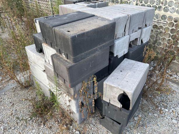 Pojemnik na akumulator, skrzynia, odporna na warunki atmosf. 80 szt.