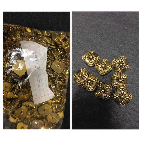 Botões dourados quadrados - 250 unidades - 0,20€ cada *